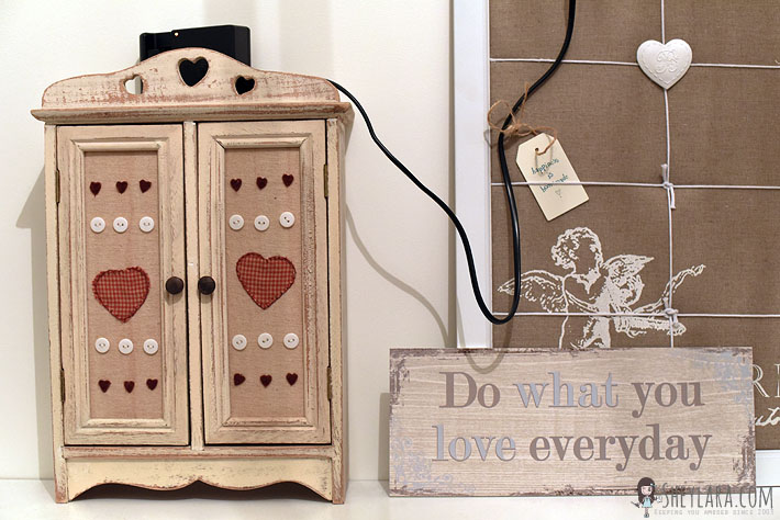 The little cupboard with the hearts